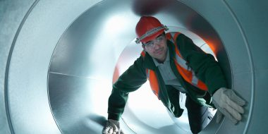 Willis towers watson, Man in pipe, sector, construction